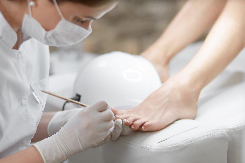 Pedicure smalto semipermanente piedi ricostruzione alluce L'Aquila